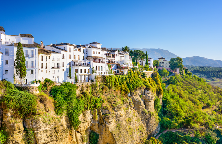 spain-ronda-view-houses-on-cliff