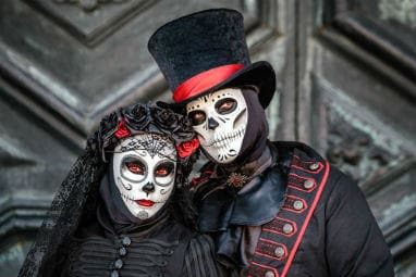 _european_halloween_destinations_-_sugar_skull_masked_dressed_as_married_couple_at_venice_carnival_in_italy_resized