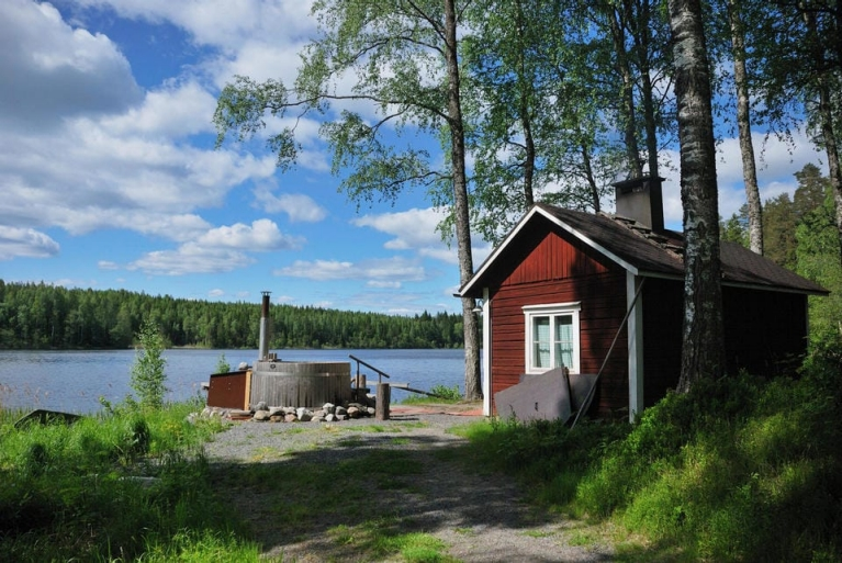 finnish_sauna_and_outdoor_hot_tub_finland