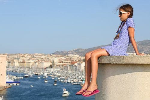 girl_with_views_of_old_port_in_marseille_france