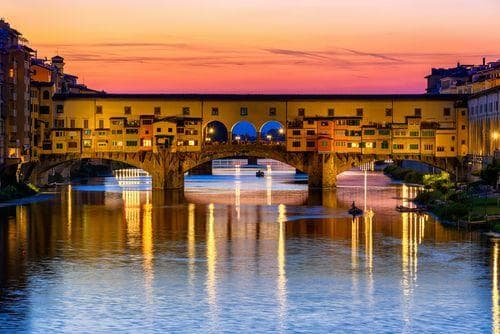 1 week in Italy | Sunset view of Ponte Vecchio over Arno River in Florence, Italy