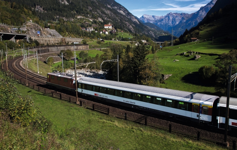 wilhelm_tell_express_train_switzerland