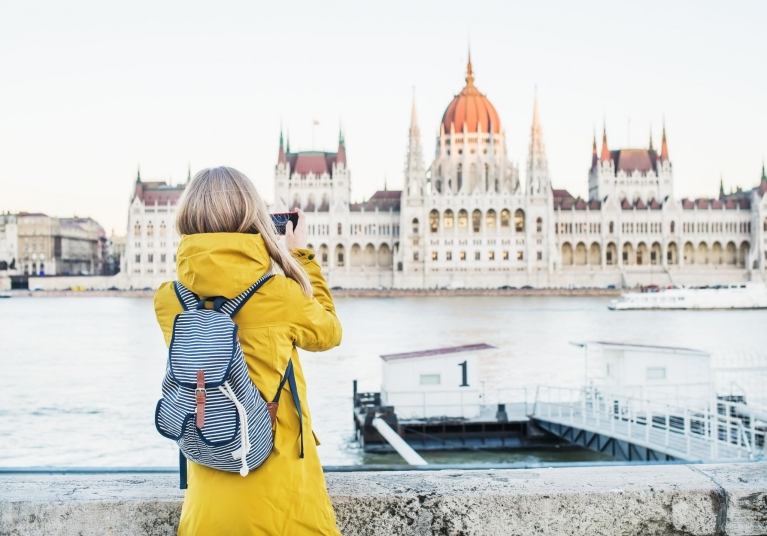 danube_budapest_parliament_girl_in_yellow_coat