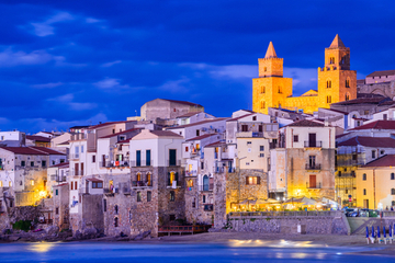 italy-cefalu-sicily-night
