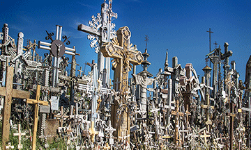 lithuania-hill-of-crosses